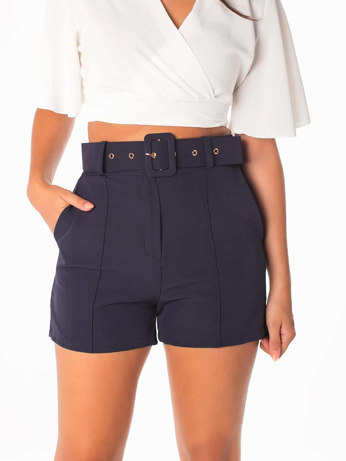 Shorts cortos con cinturón