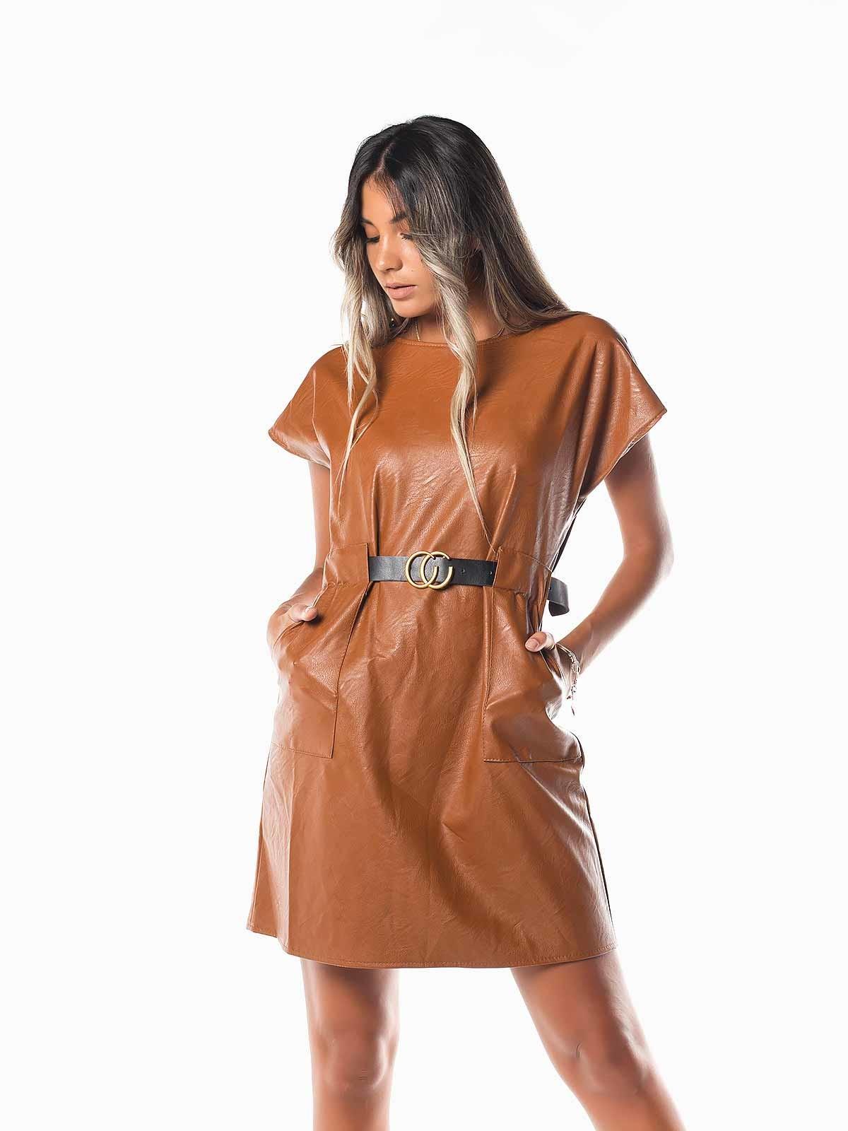 Vestido curto pele sintética cinto
