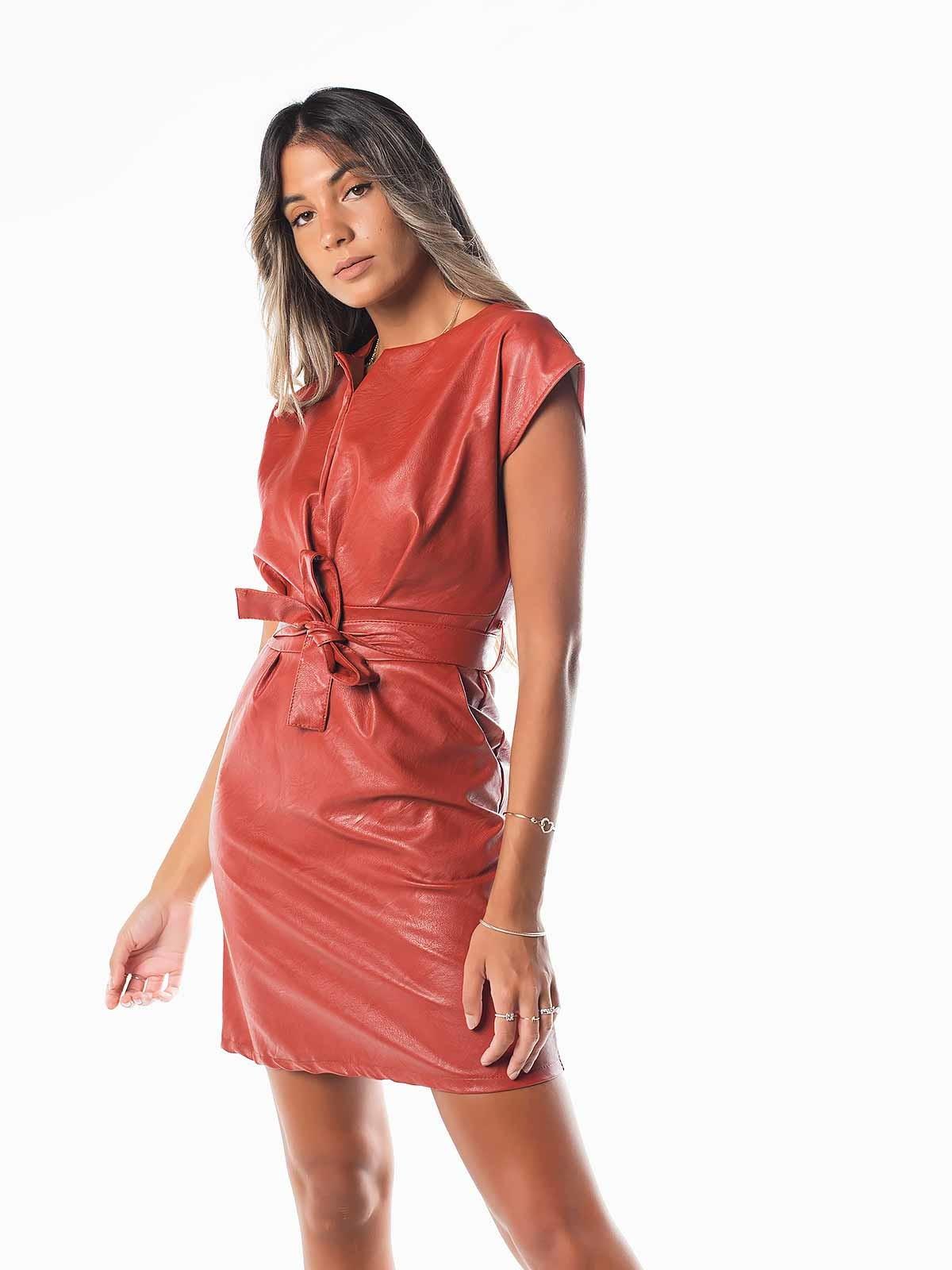 Vestido corto en piel sintética