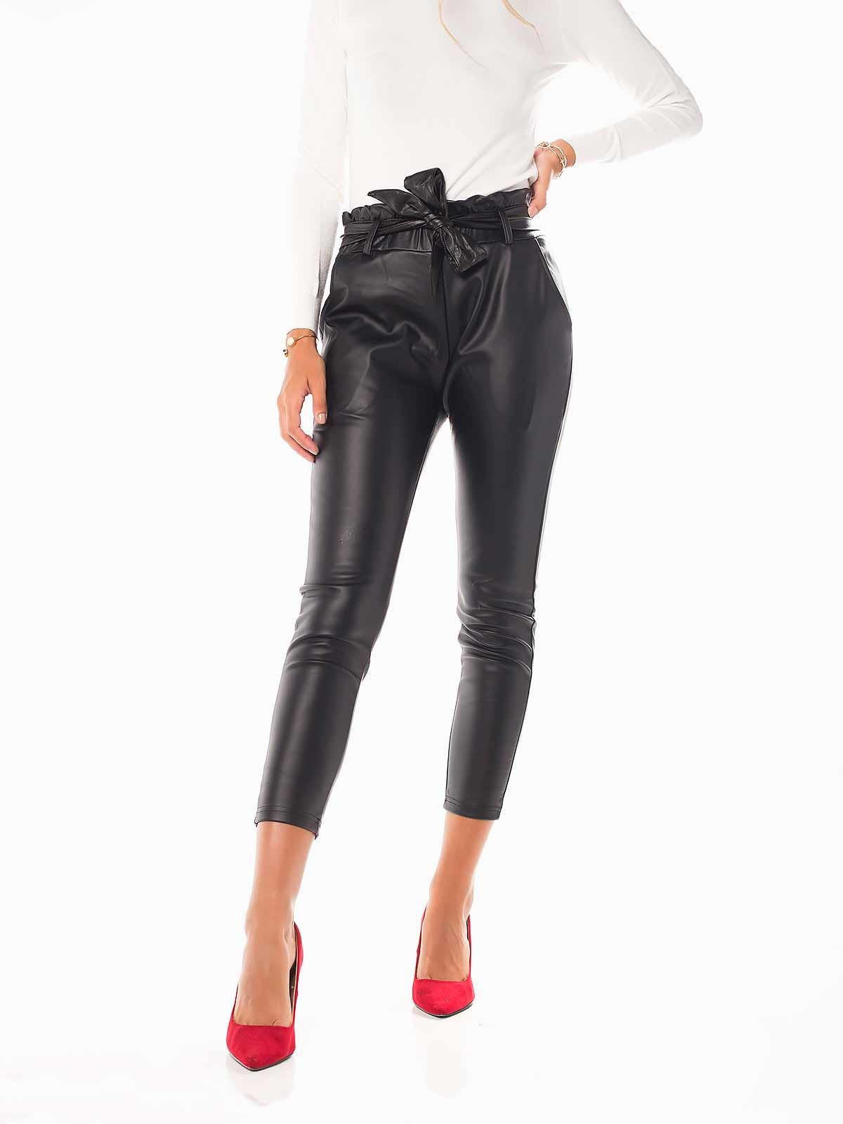 Pantalones negros de piel sintética