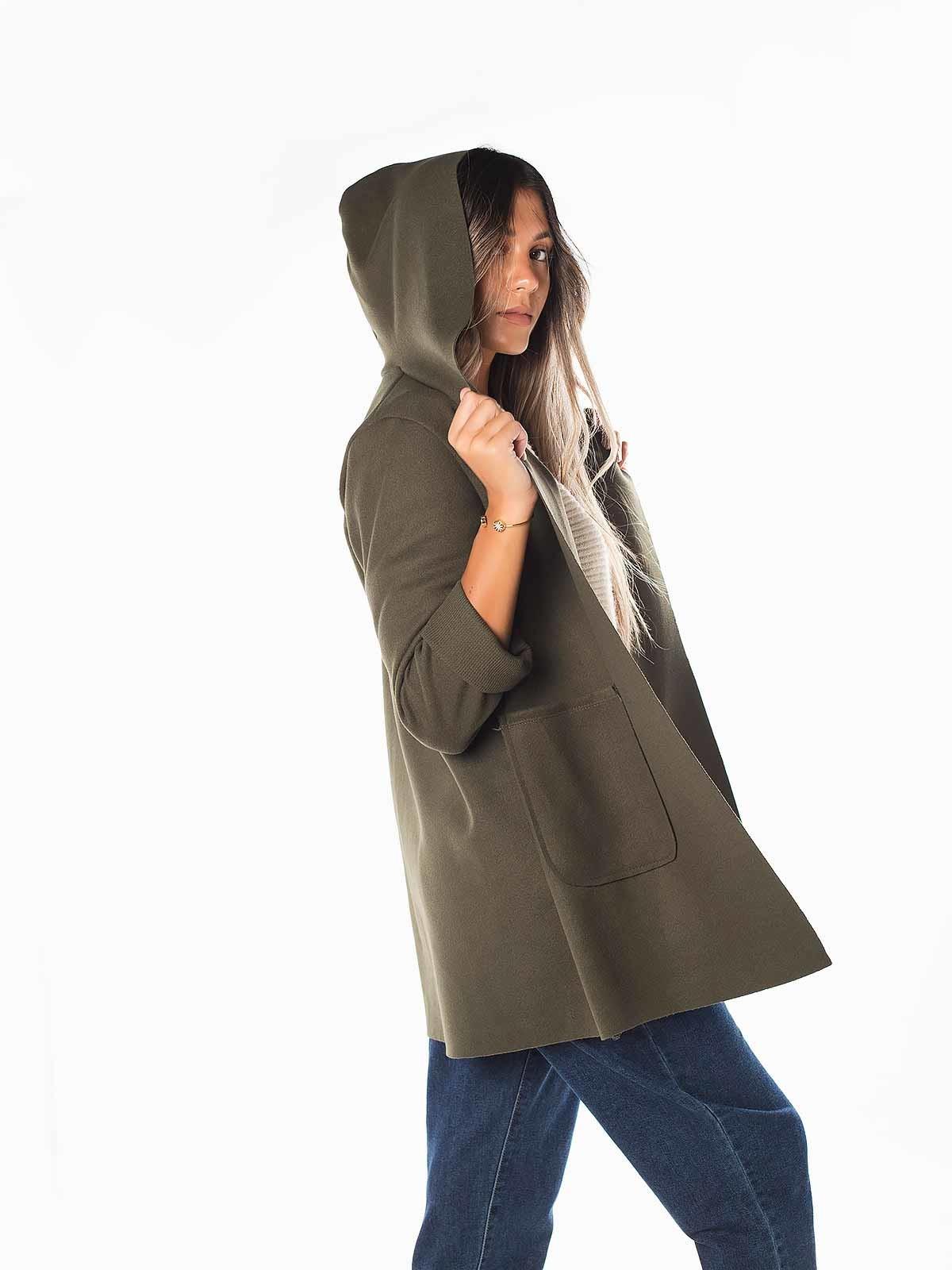 Abrigo solapa con capucha