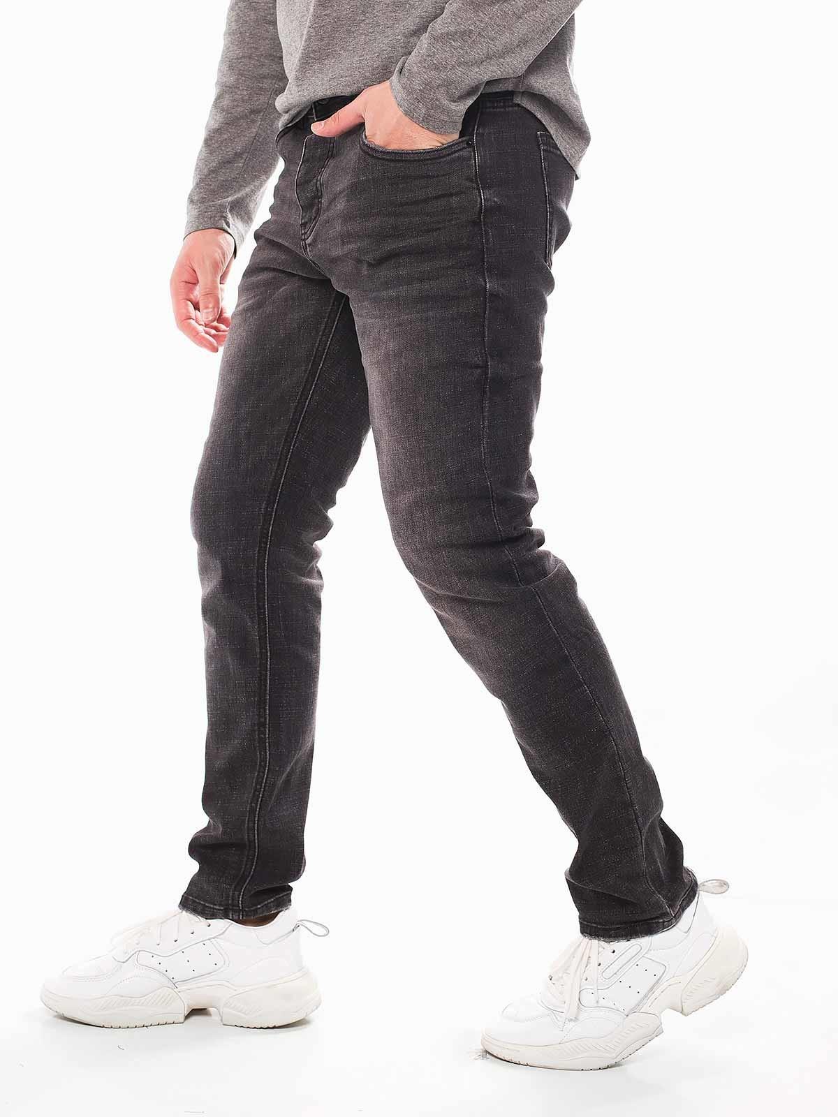Calças pretas manchadas